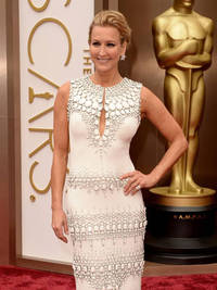 Oscars 2014: Lara Spencer flashes tit tape in awkward red carpet wardrobe malfunction
